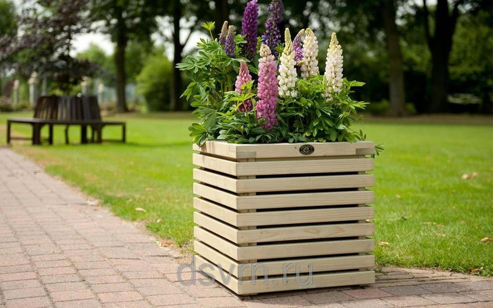 Деревянное кашпо для цветов